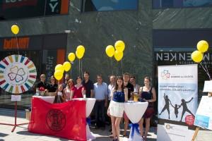 Unser Luftballon-Stand mit Glücksrad vor der Neuen Mitte